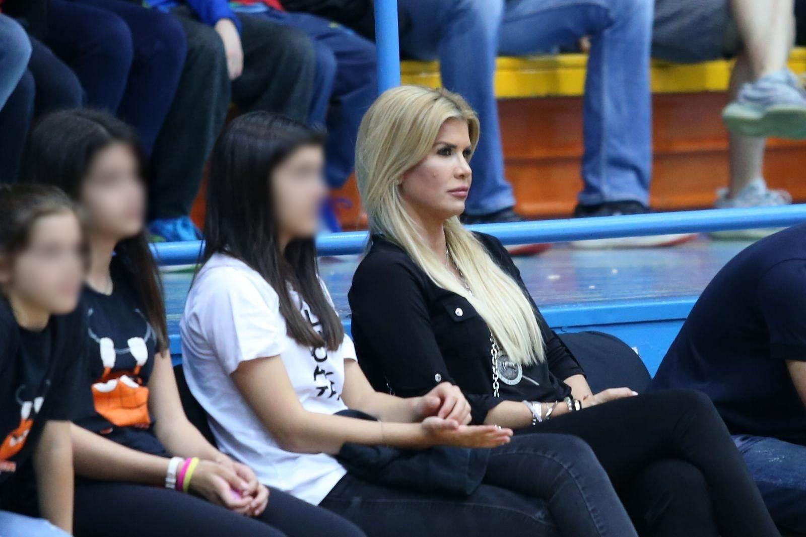 Deshonestidad Eh tener  Emil Tedeschi i supruga napokon uhvaćeni u javnosti | STORYHR