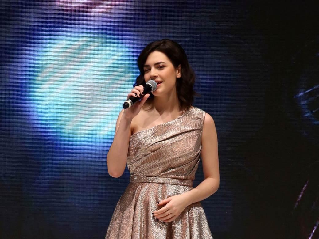 Mia Dimšić izvela je svoj veliki hit Sva blaga ovog svijeta