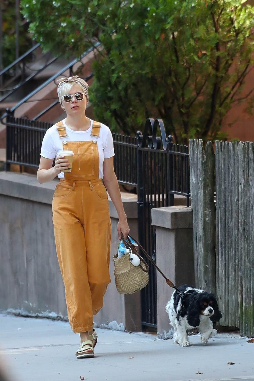 Michelle Williams nosi svoju za šetnju gradom