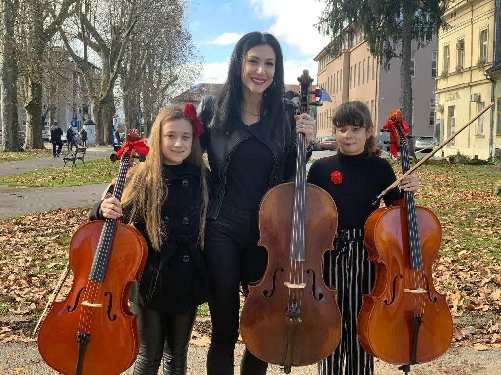 Ana Rucner sa polaznicama glazbene škole