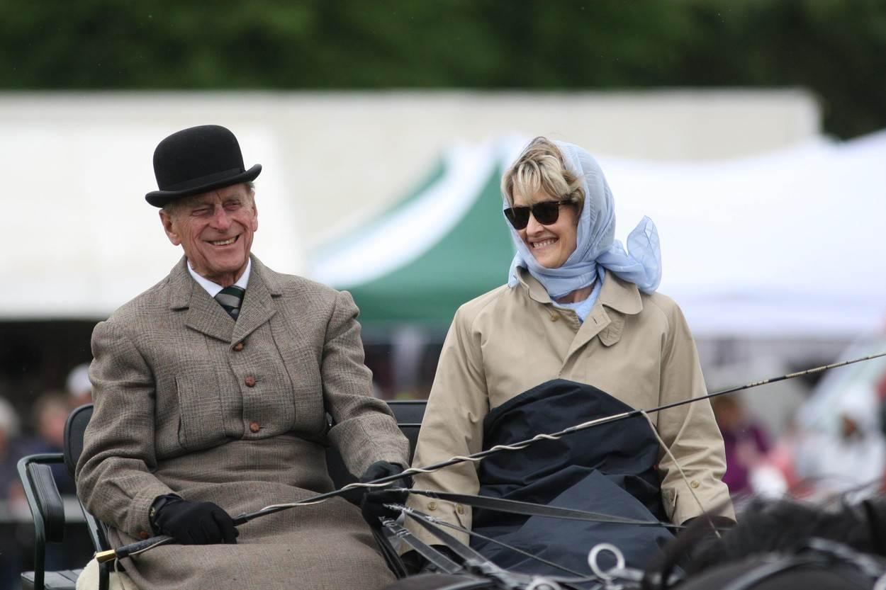 Princ Philip i grofica Mountbatten tijekom vožnje kočijom